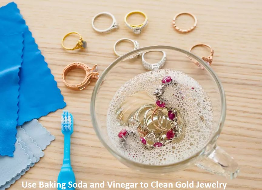 use baking soda and vinegar to clean gold jewelry
